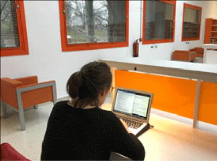 Imagen estudiante en la sala