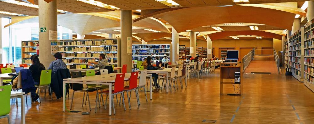 Sala de lectura de la Biblioteca María Zambrano